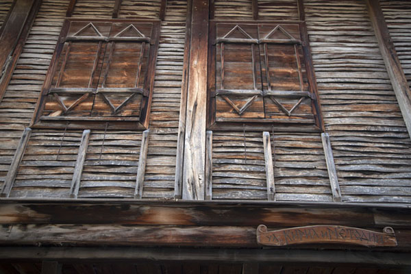 Windows with shutters in one of the many wooden houses of Sozopol | Sozopol | Bulgarie