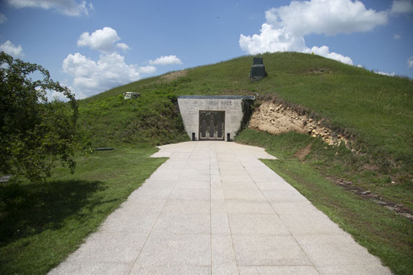 The pride of Sveshtari: the mound containing the tomb of Dromichaetes | Tumba tracia de Svechtari | Bulgaria