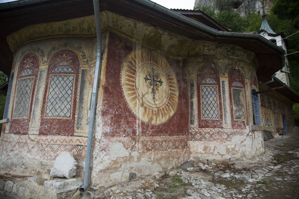 Photo de Part of the walls covered in muralsMonastère de la Transfiguration - Bulgarie
