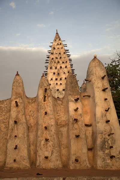 One of the minarets of the Grande Mosquée of Bobo-Dioulasso | Dioulassoba Mosque | 布基纳发首