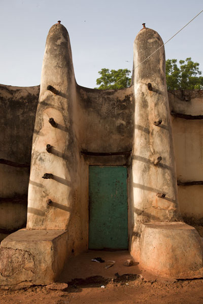 Side door in the Grande Mosquée of Bobo-Dioulasso | Dioulassoba Mosque | 布基纳发首