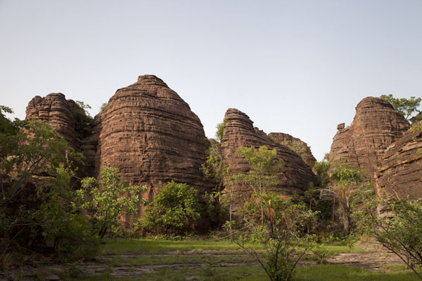 The round-topped pillars of the Domes of Fabedougou | Volte di Fabedougou | Burkina Faso