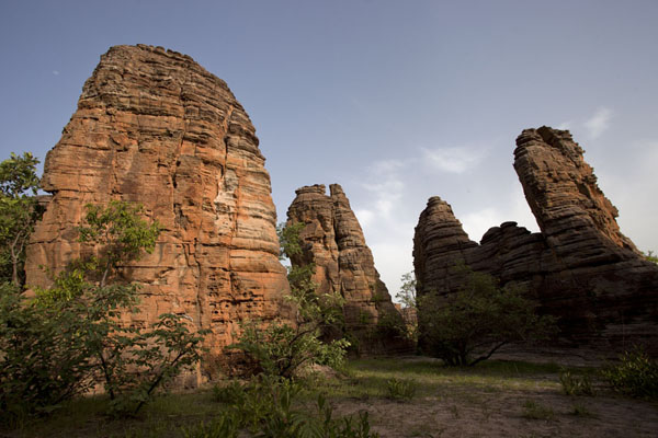 Late afternoon sun on the domes and pillars of Fabedougou | B�vedas de Fabedougou | Burkina Faso