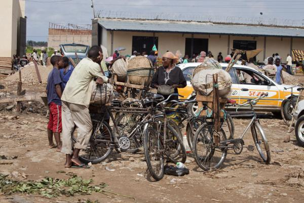 Group of cyclist on a market in Bujumbura | Burundi cyclists | 薄隆地