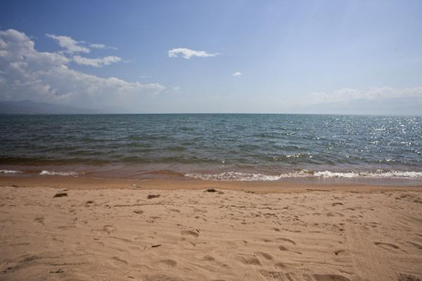 Picture of Lake Tanganyika, looking south: a long stretch of waterSaga - Burundi