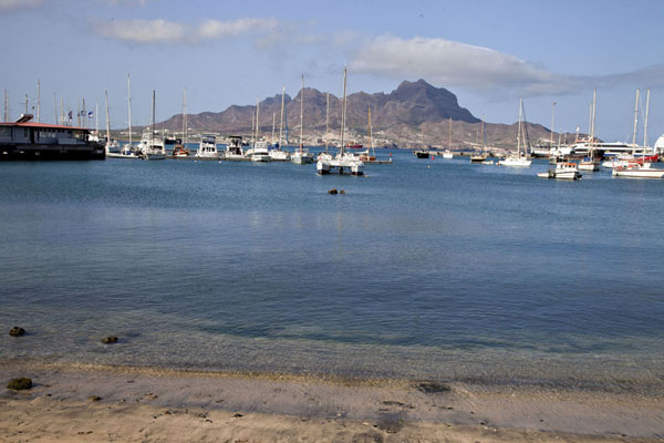 Foto van The harbour of Mindelo with Monte Cara in the background - Kaap-Verdië - Afrika