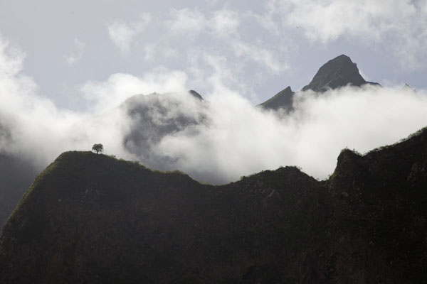 Photo de The mountains around Ribeira do Paúl with clouds - Cap-Vert - Afrique