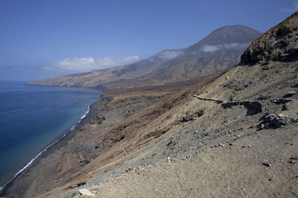 The western coastline of Tarrafal with the Topo da Coroa in the background | Tarrafal | 维德角群岛