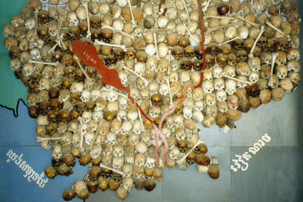 Foto van Map of Cambodia - made of skulls and bones...Phnom Penh - Cambodja