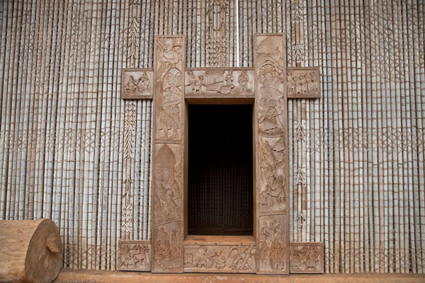 The decorated entrance gate of the Case | Bandjoun chefferie | Cameroon