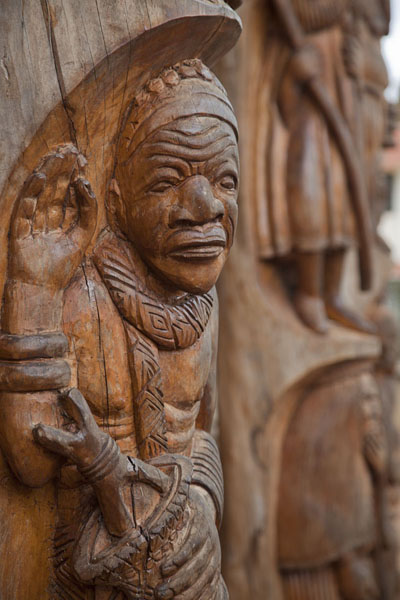 One of the sultans carved out in a column of the Case | Bandjoun chefferie | Cameroon