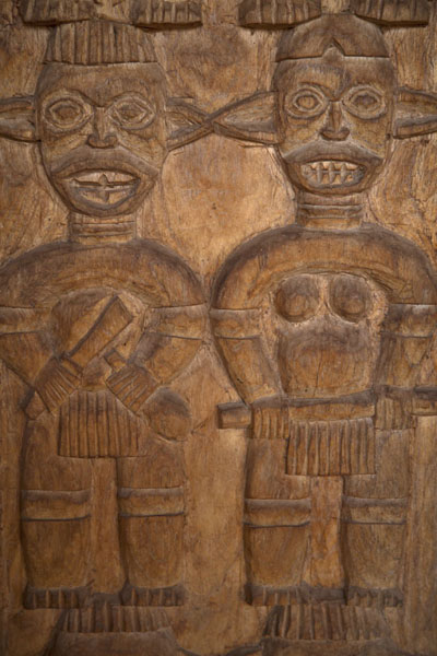Close-up of one of the columns of the Case | Bandjoun chefferie | Cameroon