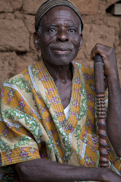 Man with cane in Wum | Cameroonian people | 喀麦隆