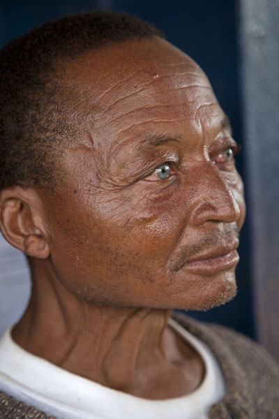 Foto van Amazing blue eyes in an African face in Nkombe - Kameroen - Afrika