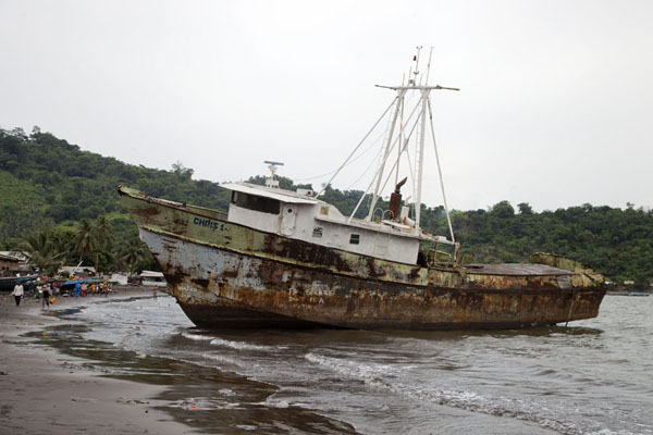 Foto van Wreck of fishing vessel on the beach of LimbeLimbe - Kameroen