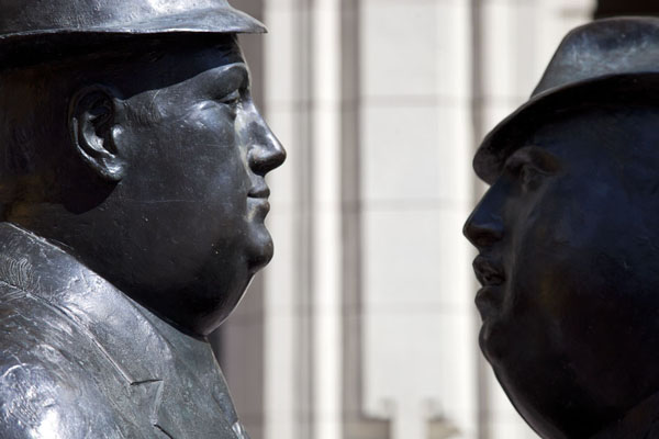 Picture of Calgary Street Art (Canada): The bronze Conversation, depicting two men talking to each other in the street