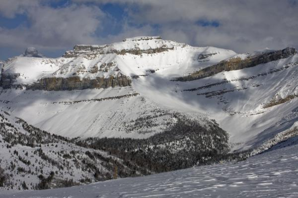 Picture of Lake Louise skiing (Canada): Formation of rocky mountains near Lake Louise