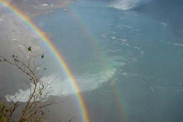 Foto van Rainbows everywhereNiagara watervallen - Canada