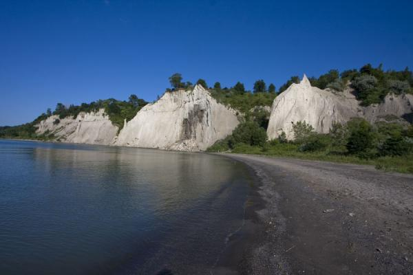 Foto de Scarborough Bluffs and beach on summer morningRiscos de Scarborough - Canada