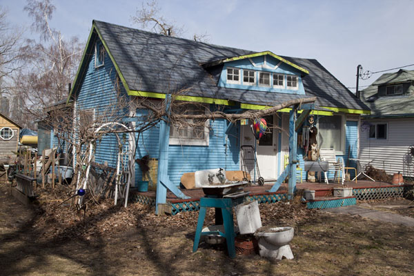 Photo de One of the colourful houses in the village on Centre IslandToronto Islands - le Canada