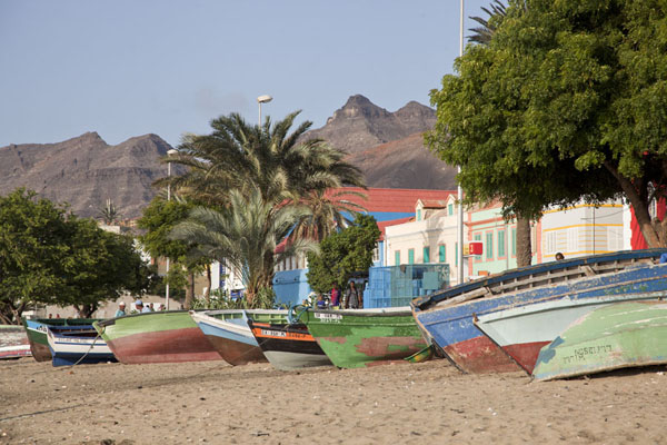Foto van Fishing boats on the beach of Mindelo - Kaap-Verdië - Afrika