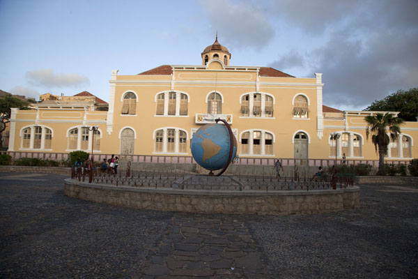 Picture of The University building of Mindelo with a globe in front