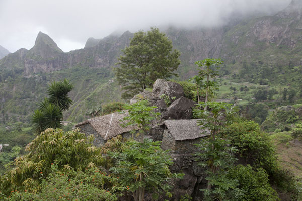 Cluster of houses high up in Ribeira do Paúl | Paul to Peneda via Cova | Cape Verde