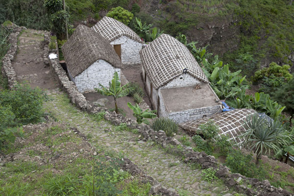 House and terraces high up on Ribeira do Paúl | Paul to Peneda via Cova | 维德角群岛