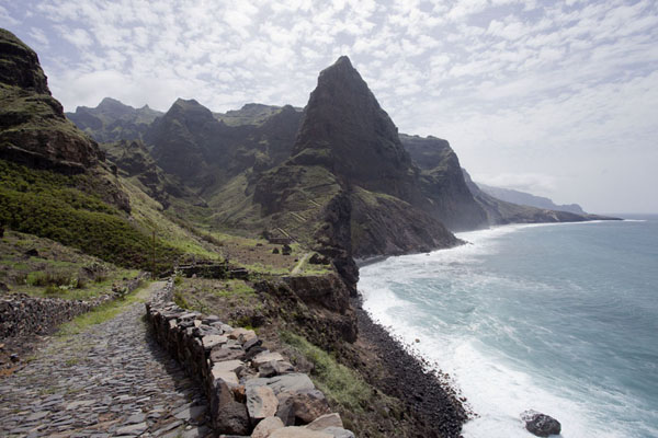 The hike on the northeastern part of Santo Antão island runs along the rugged coastline | Ponta do Sol to Chã de Igreja | 维德角群岛