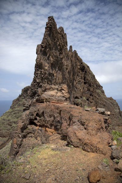 Volcanic wall with jagged peaks | Ponta do Sol to Chã de Igreja | 维德角群岛