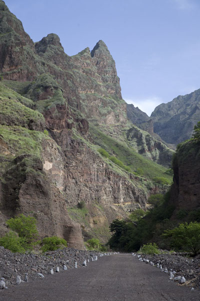 Photo de The sharp peaks of Santo Antão near the village of Chã de IgrejaPonta do Sol to Chã de Igreja - Cap-Vert