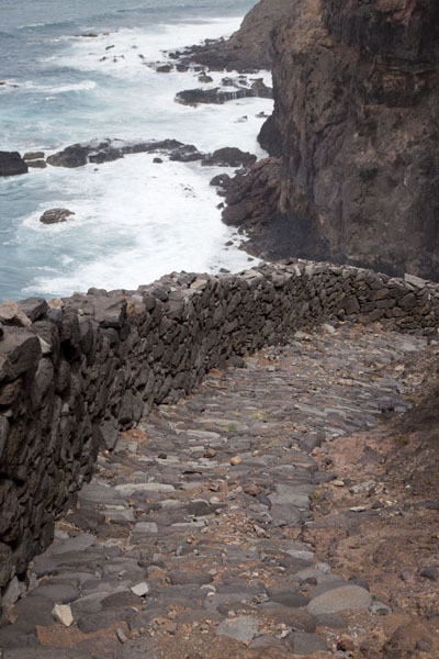 Foto van The stony path along the northern coast of Santo AntãoPonta do Sol to Chã de Igreja - Kaap-Verdië