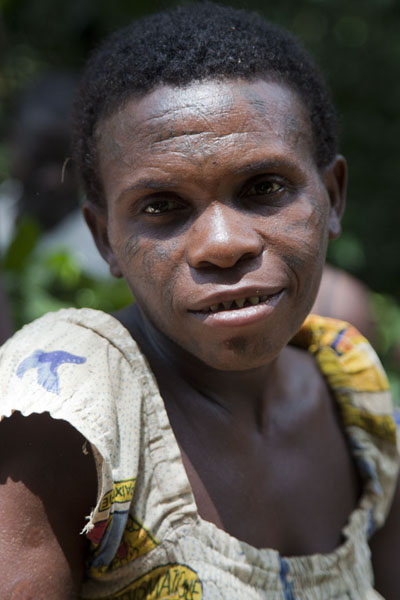 Some BaAka pygmies have decorative paintings on their face | BaAka net hunting | 中非共和国