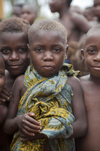 Foto di Pygmy kids posing for the pictureBayanga - Repubblica Centrafricana