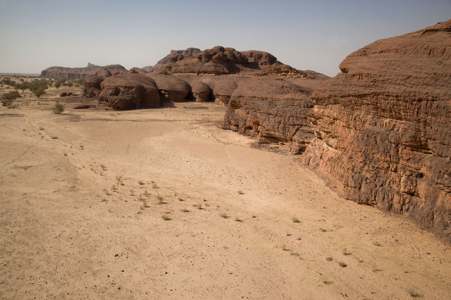 Overview of rock formations on the west side of the Terkei massif | Terkei amphitheatre west | Chad