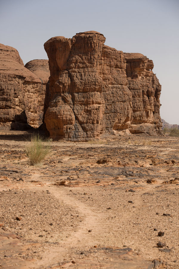 Picture of Terkei amphitheatre west (Chad): Vertical rocks on the west side of Terkei