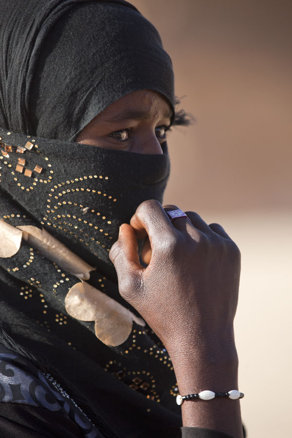 Foto di Shy girl in northern Chad - Ciad - Africa