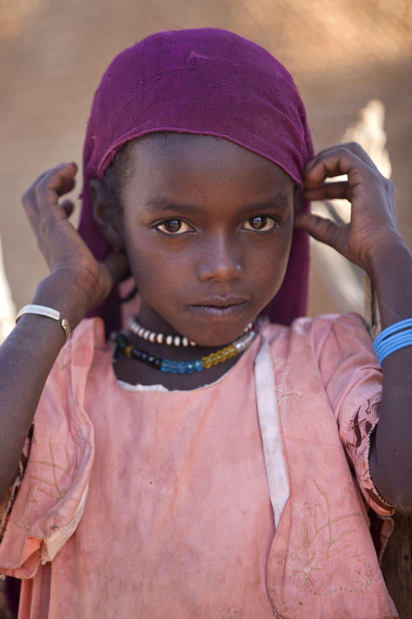 的照片 Young girl in the Ennedi region - 查德