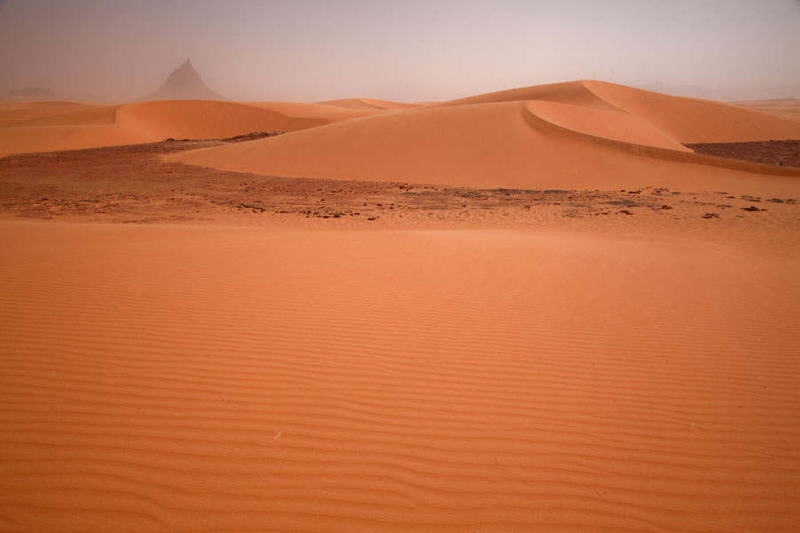 Picture of Eyo demi (Chad): Sand dunes with mountain in the background at Eyo demi