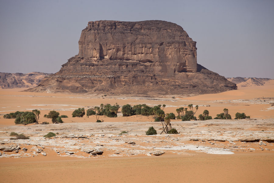 Foto de One of the tabular mountains in the Koraa region - Chad - Africa