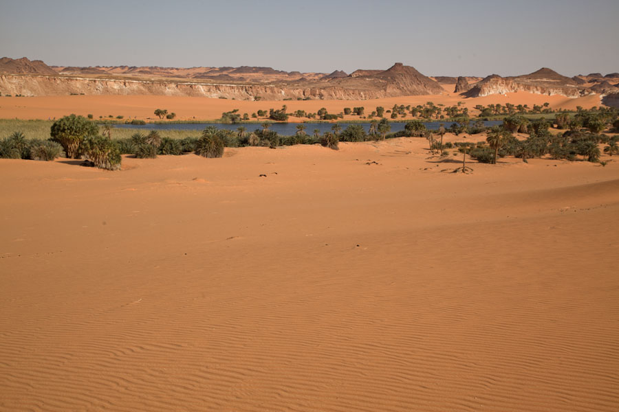 Foto van View of Ounianga Serir lake in the middle of the desert - Tsjaad - Afrika