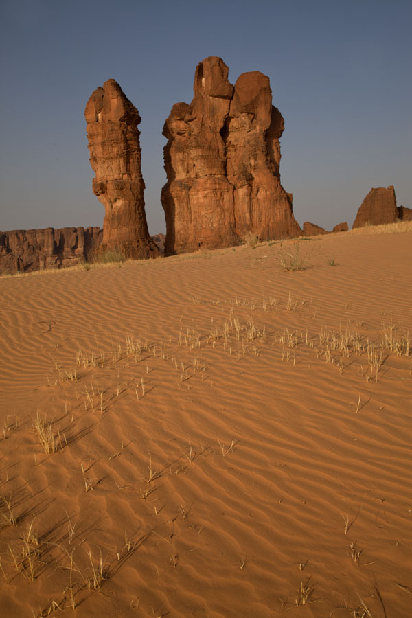 Picture of Terkei Kisimi (Chad): Late afternoon with warm light on the sand and rocks of Terkei Kisimi