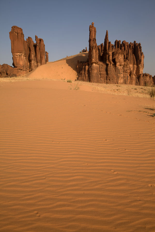 Picture of A carpet of sand leading to the entrance of this rocky cathedral-like formationTerkei - Chad