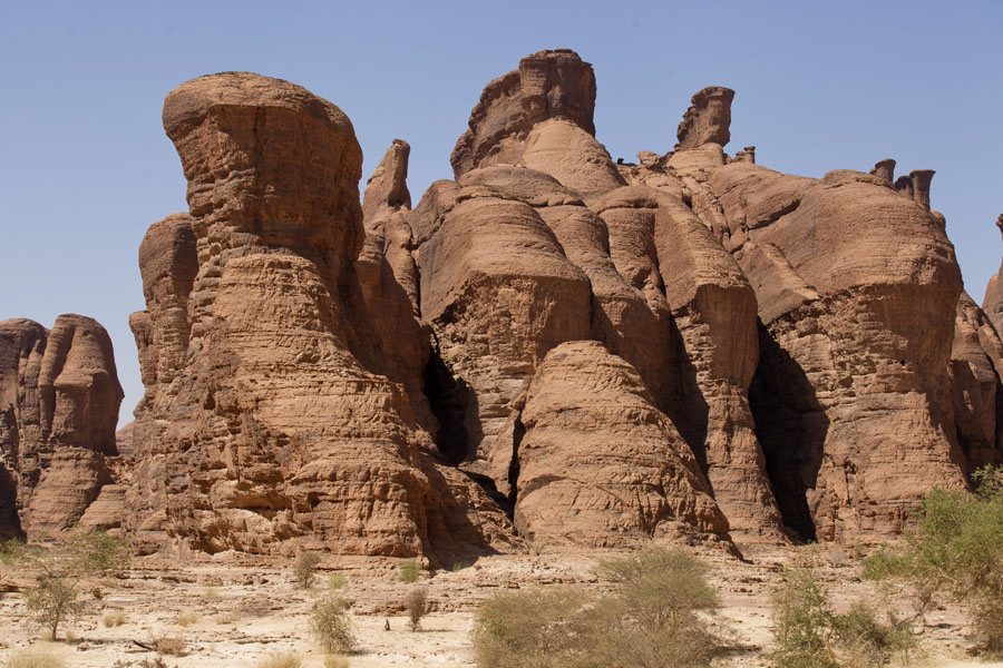 Row of vertical walls in the Tokou massif | Tokou massif | Chad