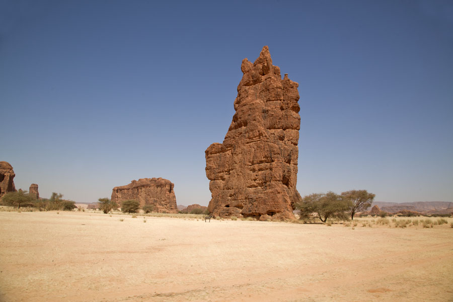 Picture of Tokou massif (Chad): Wall of rock in the desert at Tokou massif