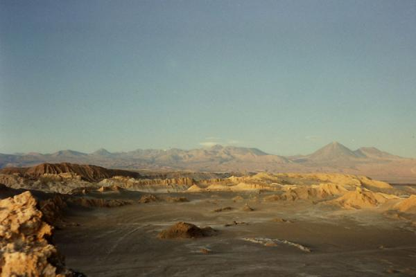 Foto di Desolate dry landscape: Valley of the MoonDeserto di Atacama - Cile