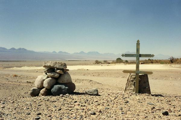 Foto di Tomb in the dry Atacama Desert - Cile - America