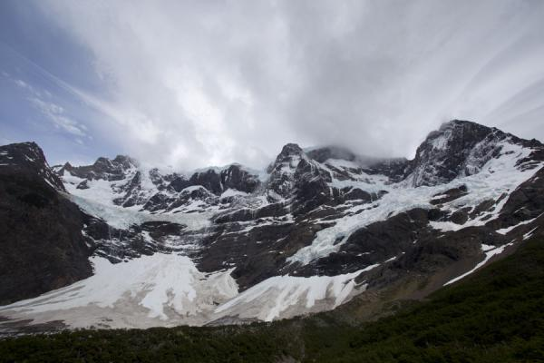 Foto di Looking up glacier and mountains from Valle del Francés - Cile - America