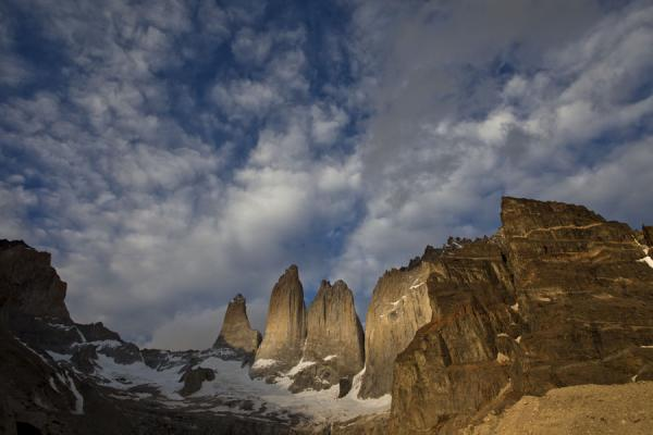 Foto van The Torres del Paine and Nido del Cóndor in the early morning - Chili - Amerika