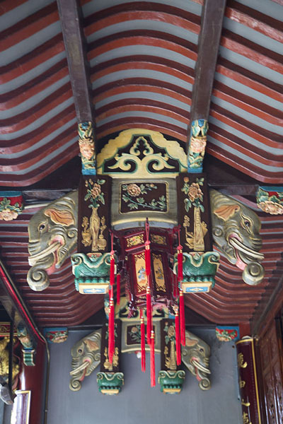 Foto di The outer ceiling of Baopu TempleHangzhou - Cina